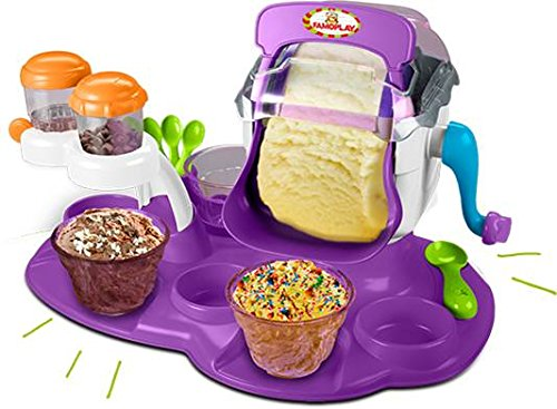 Con la Súper Heladera Famoplay lo pasarás genial haciendo tus propios helados en pocos minutos. Incluye accesorios e instrucciones con recetas fáciles de preparar. Incluye: 1 máquina, 4 vasitos, 4 cucharitas, 1 cuchara, 2 botes.