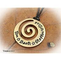 Rosegold vergoldeter Anhänger aus Edelstahl mit Gravur. Spiralförmiges Amulett mit eingravierten Namen der Kinder. Ideales Muttertagsgeschenk.