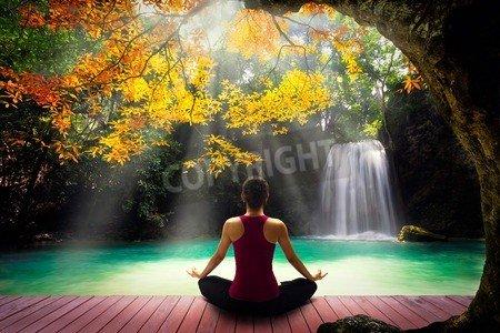 "Alu-Dibond-Bild 110 x 70 cm: ""Young woman in yoga pose sitting near watefall Rear view"", Bild auf Alu-Dibond"