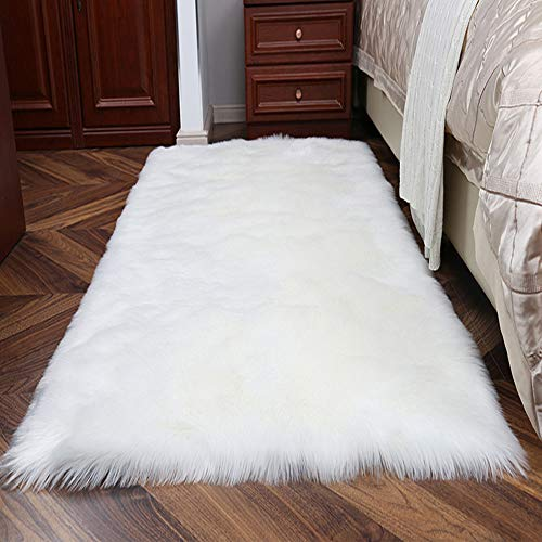 TopSpitgo Faux Lammfell Schaffell Teppich Long-Hair in Super weich Lammfellimitat Matten | Wohnzimmer Schlafzimmer Kinderzimmer | Als Faux Bett-Vorleger oder Matte für Stuhl Sofa (Weiß,70 x 135 cm)