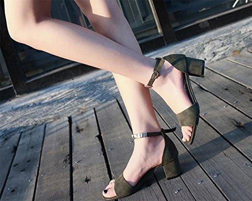 Sommer Sandalen mit dem Wort, wo die raue mit Sandalen Green