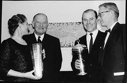 Vintage photo of Mrs. Madeleine Rödén and Birger Malmborg with their awards from the Royal Swedish Yacht Club-hit