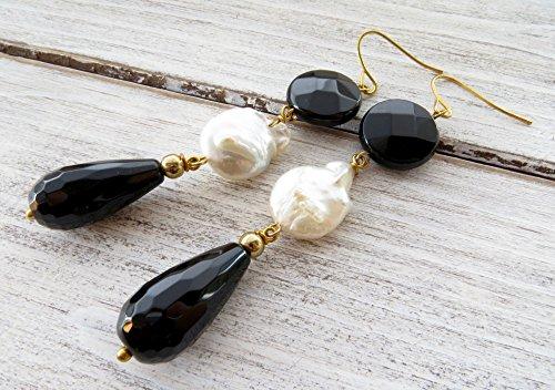 Orecchini pendenti lunghi, orecchini con perle bianche naturali e onice nero, gioielli pietre dure, orecchini a goccia, bijoux contemporanei