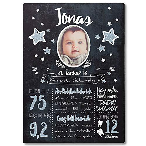 FANS & Friends Holz Meilensteintafel 1. Geburtstag Junge & Mädchen | DIN A4 | personalisiert mit Foto, Namen, Daten | 1. Geburtstag Geschenk Baby Daten (Blau) (Blaue Tafel)