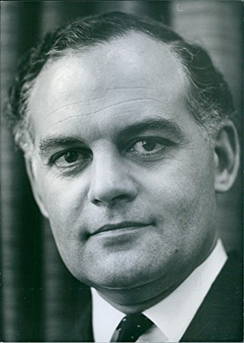 vintage-photo-of-british-politicians-peter-tapsell-conservative-mp-for-horncastle-since-1966-for-not