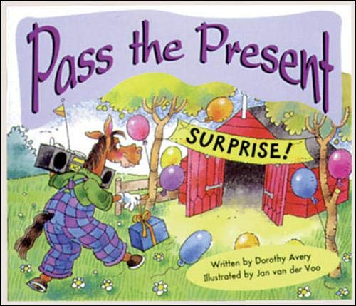 Pass the Present (3): Set C Emergent Guided Readers (Storyteller First Snow)