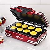 Nostalgia Electrics RCKM700 - Máquina para Hacer Magdalenas y Cupcakes,750W,Color Rojo Metálico