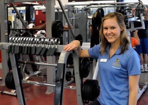 plantilla de plan de negocios para un gimnasio en el centro en español! por Kelly Lee