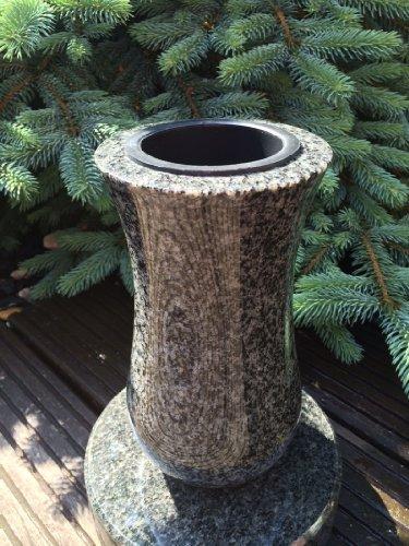 Stone & More Vase und Sockel aus Granit Granitvase Friedhofsvase inklusive Sockel 19cm x 19cm x 5cm Vase Impala 22cm x 12cm