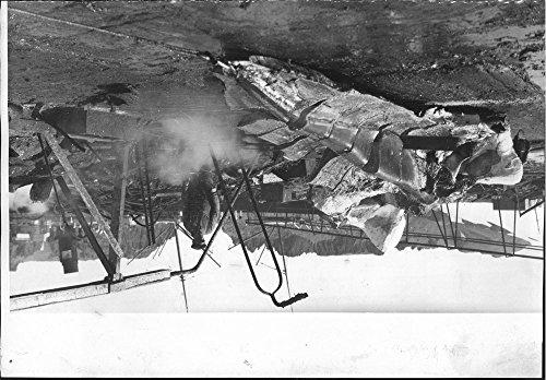 vintage-photo-of-wilkins-antarctica-operation