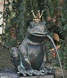 Bronzefigur, Skulpturen, Froschkönig Ratomir wasserspeiend mit vergoldeter Krone, 17 cm hoch