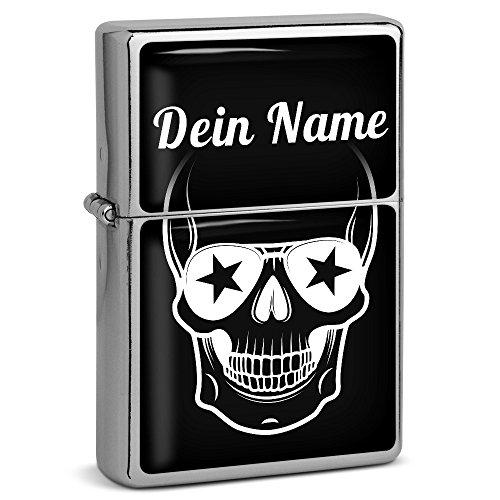"""PhotoFancy® - Sturmfeuerzeug Set mit eigenem Namen bedrucken lassen - Design \""""Totenkopf\"""" - Benzinfeuerzeug mit Doming-Druck inkl. Metall-Geschenkdose"""