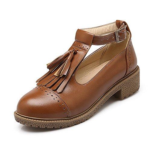 AllhqFashion Damen Niedriger Absatz Weiches Material Rein Schnalle Rund Zehe Pumps Schuhe Braun