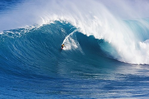 The Poster Corp MakenaStockMedia/Design Pics - Hawaii Maui Peahi (Jaws) Surfer Rides A Giant Wave Photo Print (96,52 x 60,96 cm)
