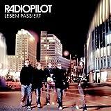 Songtexte von Radiopilot - Leben passiert