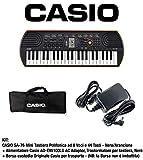 Casio SA-76 Mini Tastiera polifonica 8 Voci 44 Tasti Nera/Arancio + Borsa per Trasporto Tastiera Originale Casio (non imbottita), Nero + Alimentatore Casio AD-E95100LG, Nero