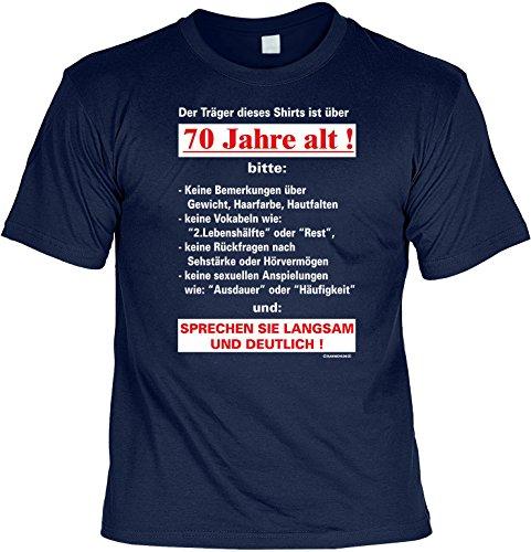 T-Shirt zum 70. Geburtstag Der Träger dieses Shirts ist über 70 Jahre mit Mini-Shirt Set 70 Geburtstag 70 Jahre Geschenk fürs Geburtstagskind Idee Navy-Blau