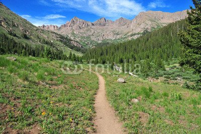 alu-dibond-bild-120-x-80-cm-hiking-trail-in-the-mountains-bild-auf-alu-dibond