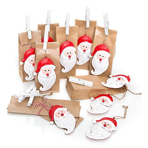 Lot de Emballage de Noël Lot de 10petites Marron Motifs Noël sacs papier (7x 4x 20,5cm) + 10rouges de Noël pendentif Père Noël en tôle cadeau métallique Pendentif (11cm) + 10pinces blanches