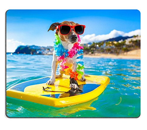 luxlady Gaming Mousepad Bild-ID: 32316433Hund Surfen auf einem Surfbrett tragen eine Blume Kette und Sonnenbrille in the Ocean Shore