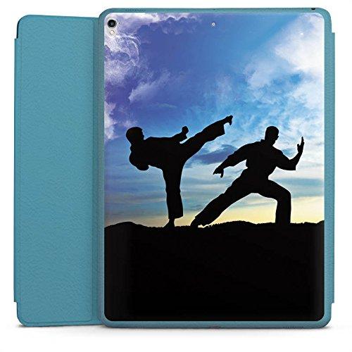 DeinDesign Apple iPad Pro 12.9 (2017) Smart Case hellblau Hülle Tasche mit Ständer Smart Cover Karate Kampfsport Training