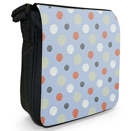 Reihen ohne Ende aus großen & kleinen Punkten Kleine Schultertasche aus schwarzem Canvas Punkte Orange Marineblau auf Pastellblau