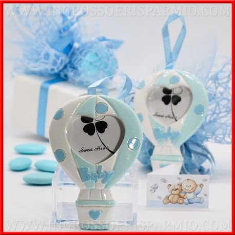 Appendino portafoto in resina colorata a forma di mongolfiera con fantasia a fasce bianche e celesti e pois azzurri,decorati con scritta