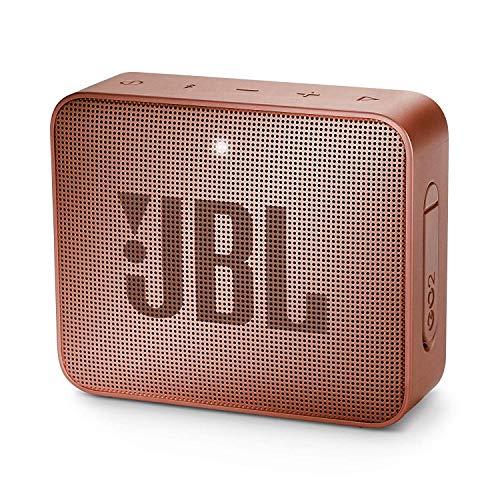 JBL GO 2 kleine Musikbox in Dunkelrosa – Wasserfester, portabler Bluetooth-Lautsprecher mit Freisprechfunktion – Bis zu 5 Stunden Musikgenuss mit nur einer Akku-Ladung