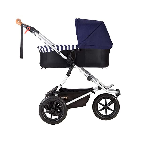 Mountain Buggy Model: Urban Jungle Luxury Collection Nautical Including Changing Bag and Baby seat (carrycot Plus) Mountain Buggy Box contents: 1 Mountain Buggy Urban Jungle Luxury Collection Nautical including changing bag and baby seat (carrycot plus) Product weight: 11.5 kg Seat load: 25 kg 9