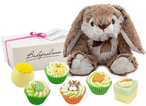 """BRUBAKER Cosmetics 7-teiliges Ostergeschenk handgemachte Badepralinen \""""Frohe Ostern\"""" mit einem Plüsch Osterhasen"""