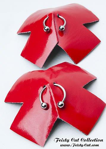 verfhrerische-lack-pasties-mit-piercings-addict-rot