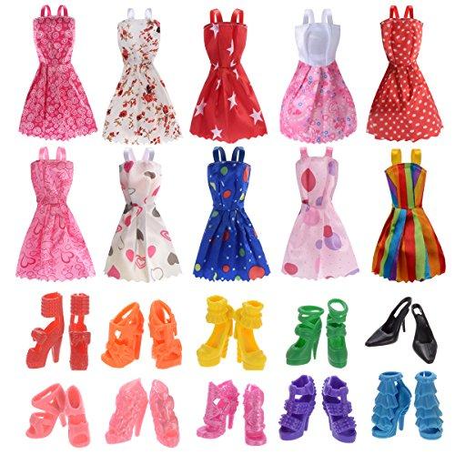 Preisvergleich Produktbild 10 Kleider 10 Paar Schuhe und Stiefel gemischt für Barbies Dolls Ken Puppen (20 Stück)