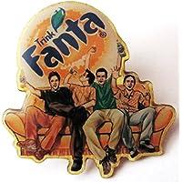 Fanta - Trink Fanta - 3 Leute auf Couch - Pin aus Metall