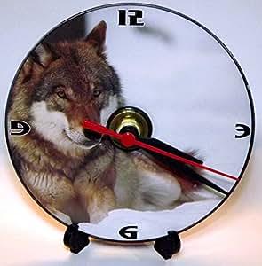 Loup Couché sur la neige fantaisie–Un CD/DVD (de taille 12cm) Cintre Horloge murale avec un mouvement à quartz de précision avec support de bureau et pile