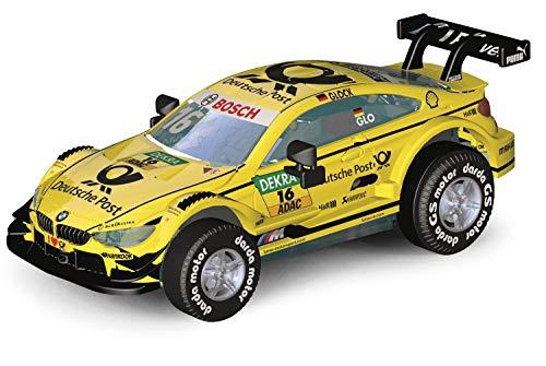 Darda 50394 Auto BMW M4 DTM Glock, Rennauto mit auswechselbaren Rückzugsmotor, Fahrzeug mit Aufziehmotor für Kinder ab 5 Jahre, Rückziehauto Rennbahnen, gelb