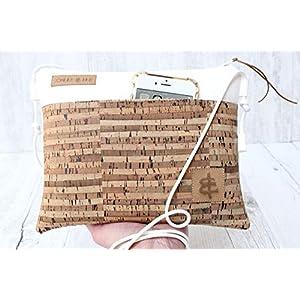 Festivaltasche aus Kunst-Leder in WEISS mit Reißverschluss und einer Aussen-Tasche aus Kork-Leder in GESTREIFT sowie mit…