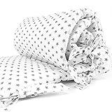 Sugarapple Baby Nestchen Bettumrandung dick gepolstert für Beistellbetten, Kopfschutz und Kantenschutz für babybeistellbetten, Bettnestchen Maße: 150 x 25 cm, Sterne Grau