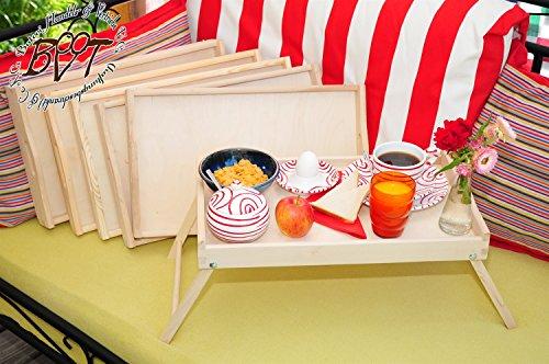 Picknick- und Brotzeitbrett 6x klappbarer, massiver und hochwertiger Holzbeistelltisch aus Buche - SPÜLMASCHINENFEST '*' holz - Beistelltisch, Knietisch mit zwei Tragegriffen, Maße viereckig, 35 cm x 50 cm x 20 cm, nutzbar als Frühstückstablett oder Serviertablett, natur, Picknick Grill-Set