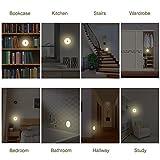 SYCEES Nachtlicht LED Touch Lampe Stick-Anywhere Innenleuchte für Schrank, Flur, Treppen, Küche, Schlafzimmer, Kinderzimmer, Badezimmer/Batteriebetrieben / Build-in Magnet / 3 Stück/Warmweiß