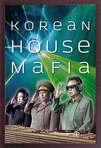 empireposter - Korean House Mafia - Kim Jong Un Kim Jong-il - Größe (cm), ca. 61x91,5 - Kim Jong Un Kim Jong-il - Poster + Wechselrahmen der Marke Shinsuke Maxi aus schwerem MDF Holzfaserwerkstoff, Holzoptik Walnuß Nachbildung - mit Acrylglas-Scheibe. (Jong Kim Poster Il)