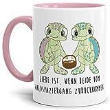 Tassendruck Schildkröte-Tasse mit Spruch Liebe ist, wenn beide vom Waldspaziergang zurückkommen - Kaffeetasse/Mug / Cup/Süß / Innen & Henkel Rosa