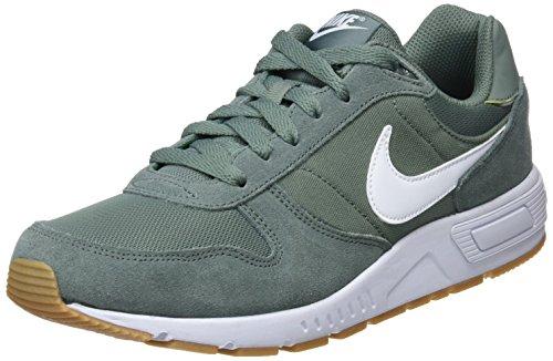 hot sale online 0cf54 3255a Nike Nightgazer, Zapatillas de Gimnasia para Hombre, Negro (Clay GreenWhite