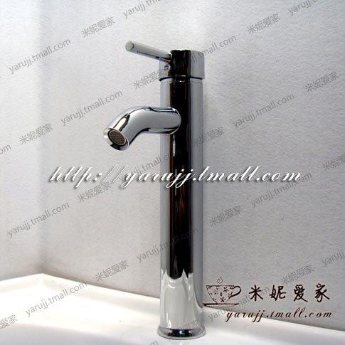 qwer-bassin-deau-chaude-et-froide-robinet-lavabos-avec-une-approche-a-deux-volets-sur-le-bassin-avec