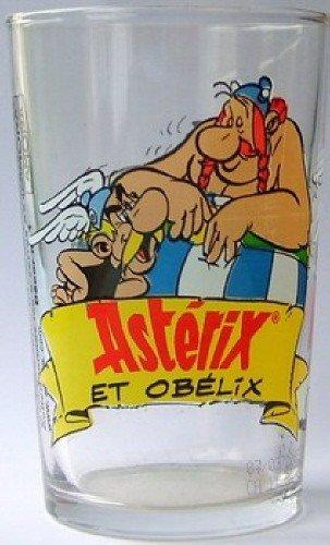 Astérix - verre Amora 00-C-1a - décor n° 1 - Astérix se jette dans les bras d'Obélix (chaussures roses) - moutarde