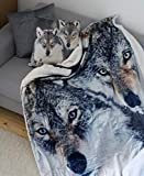 """Quantum Interior Kuscheldecke """"Wolf"""" Vorderseite Bedruckt mit großen Wolfsmotive, Rückseite Flauschiger Sheep-Optik, 100% Polyester 150 x 200 cm"""