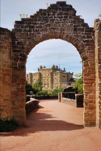 Culzean Castle (Gate to Culzean Castle in Scotland Journal: 150 page lined notebook/diary)