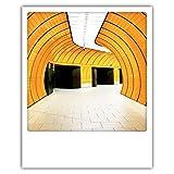 Pickmotion PolaCards München: Hochwertige Polaroid Postkarten im Retro Stil - Motiv: winkeltunnel