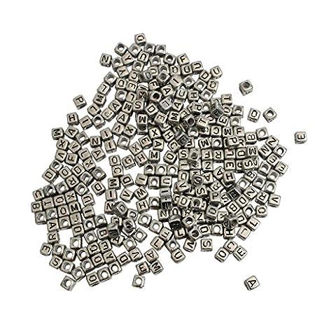300 X 8 mm Buchstabenperlen gemischt, aus Kunststoff mit Schlaufe von Kurtzy- Silber-Effekt-Farbe - großartig für Armband- und Halskettenherstellung – perfekt für Erwachsene und Kinder