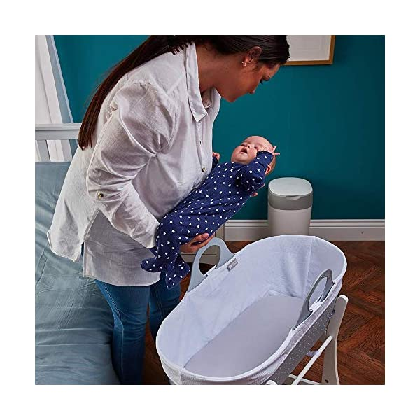 Tommee Tippee Sleepee Baby Moses Basket and Rocking Stand Grey Tommee Tippee Safe, modern, portable baby moses basket, perfect to keep your newborn baby nearby as they sleep, day or night. your sleepee moses basket comes with complete with mattress, liner and rocking stand. Choose static or rocking position, the curved base on the stand allows you to gently rock your baby to sleep and features adjustable safety stops to give you the option of rocking or keeping it still. Easy to clean, the sleepee moses basket can be cleaned with warm soapy water. the water-resistant mattress cover is wipe clean and machine washable. the 100 % cotton liner is machine washable. 5