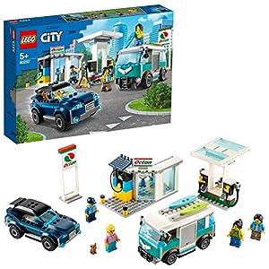 LEGO City Turbo Wheels - Stazione di Servizio con Negozio, Punto Ricarica Octan E, Pompa Benzina, SUV, Camper con Tavole… 5702016617917 LEGO